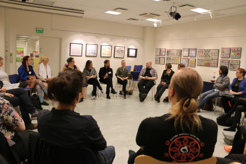 A debrief discussion held after the game was over at the Goethe-Institut. Photo: Sigrid Reede