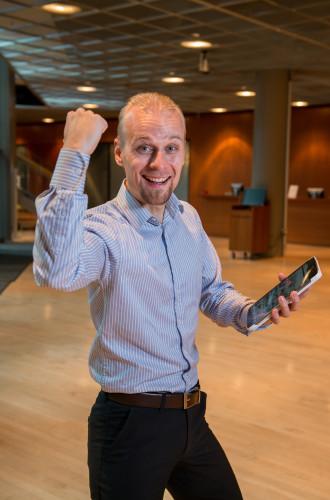 The smile has to reach the eyes. Photo: Tuomas Puikkonen